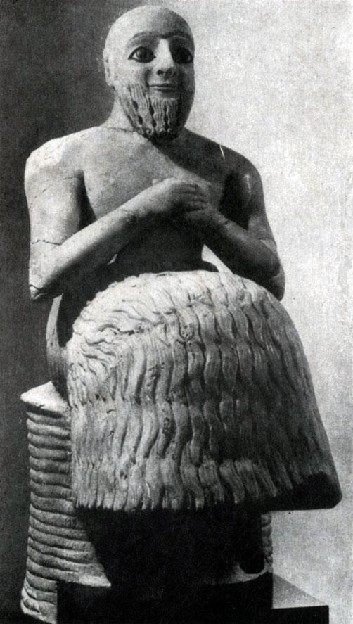 24 а. Статуэтка Ибн-ила из Мари. Алебастр. Около 2500 г. до н. э. Париж. Лувр.