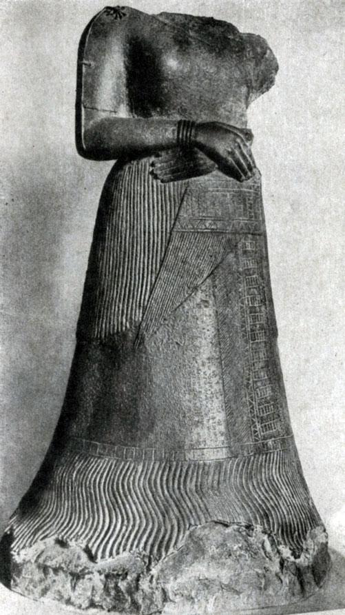25 а. Статуя Напир-Асу, царицы Элама, из Суз. Бронза. 15—12 вв. до н. э. Париж. Лувр.