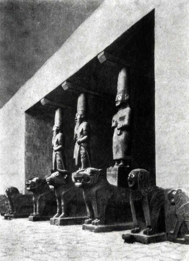 25 6. Статуи портала из Тель-Халафа (Митанни). Базальт. 11—9 вв. до н. э. Берлин.