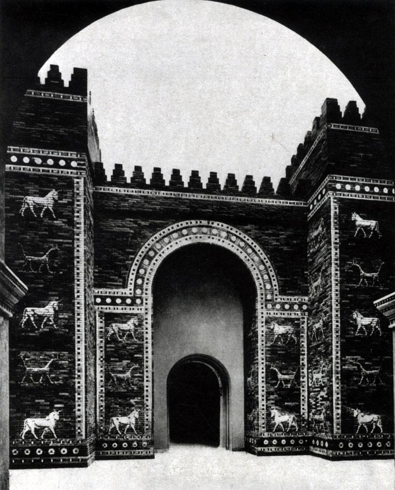 34. Ворота Иштар в Вавилоне. Облицовка из поливных изразцов. Около 570 г. до н. э. Берлин.