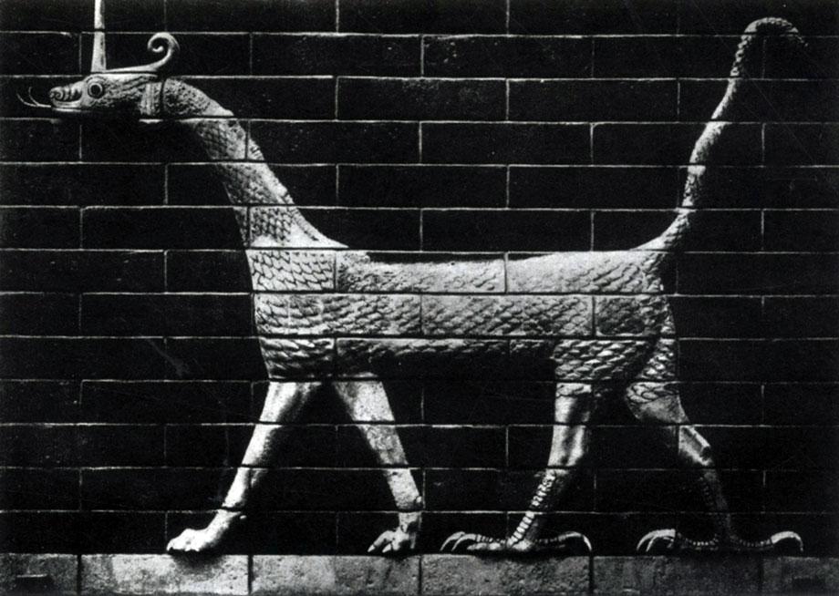 35 6. Фантастический зверь. Изразцовое изображение с ворот Иштар в Вавилоне. Около 570 г. до н. э. Берлин.