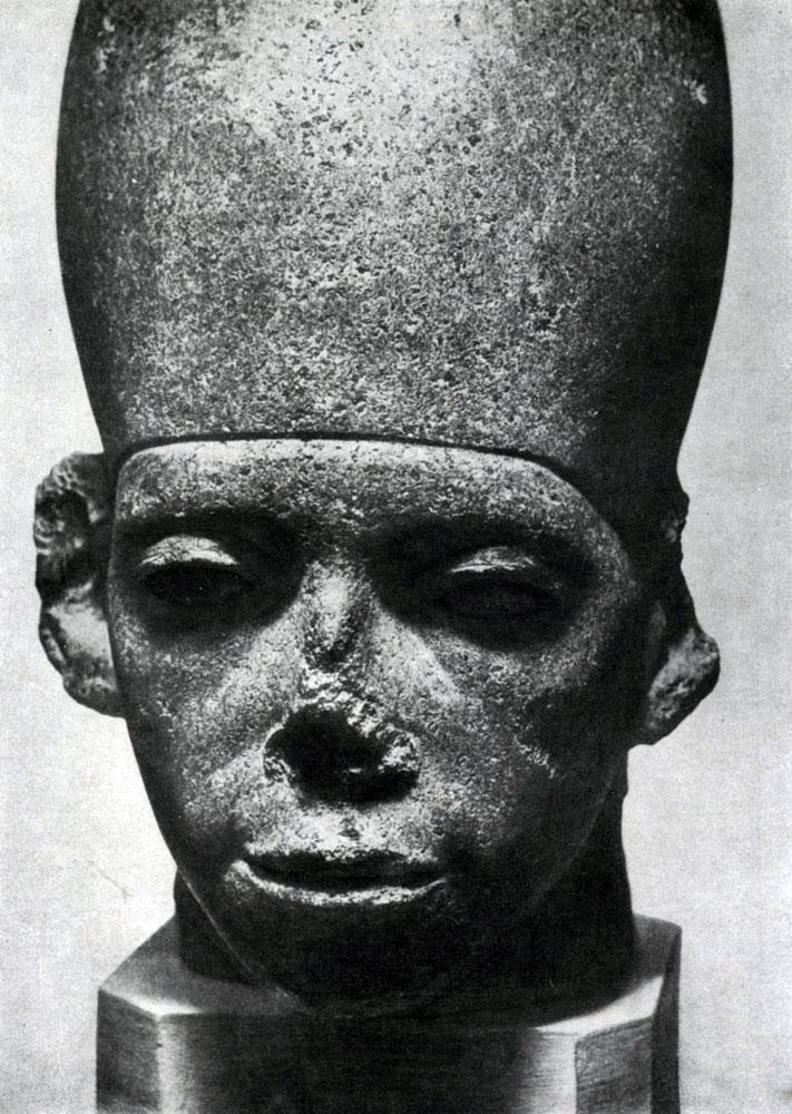 59. Голова статуи фараона Аменемхета III. Черный базальт. XII династия. 19 в. до н. э. Каир. Музей.