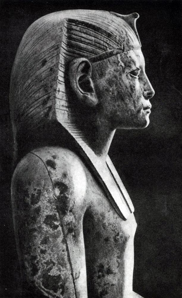 60. Статуя фараона Аменемхета III из Хавара. Фрагмент. Желтый известняк. XII династия. 19 в. до н. э. Каир. Музей.