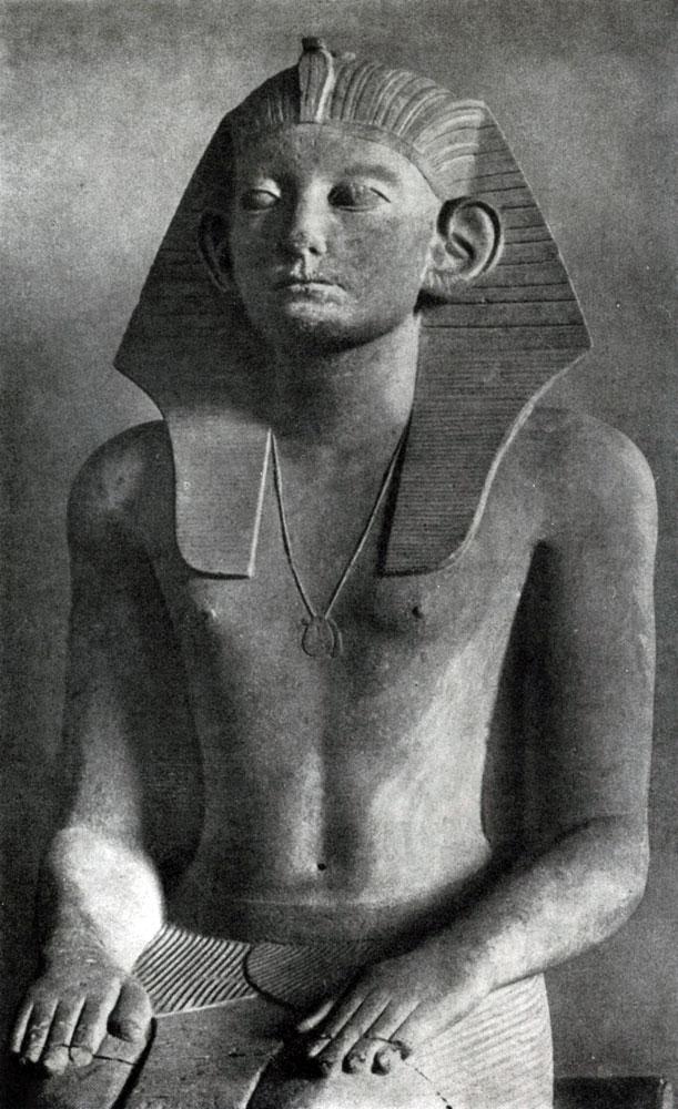 61. Статуя фараона Аменемхета III из Хавара. Фрагмент.