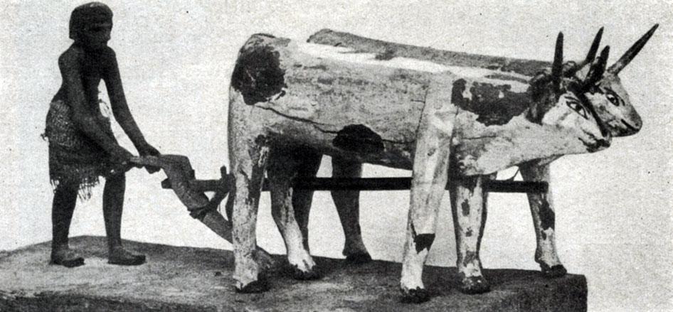 63 а. Пахарь с быками. Деревянная статуэтка. XI династия. 21 в. до н. э. Лондон. Британский музей.
