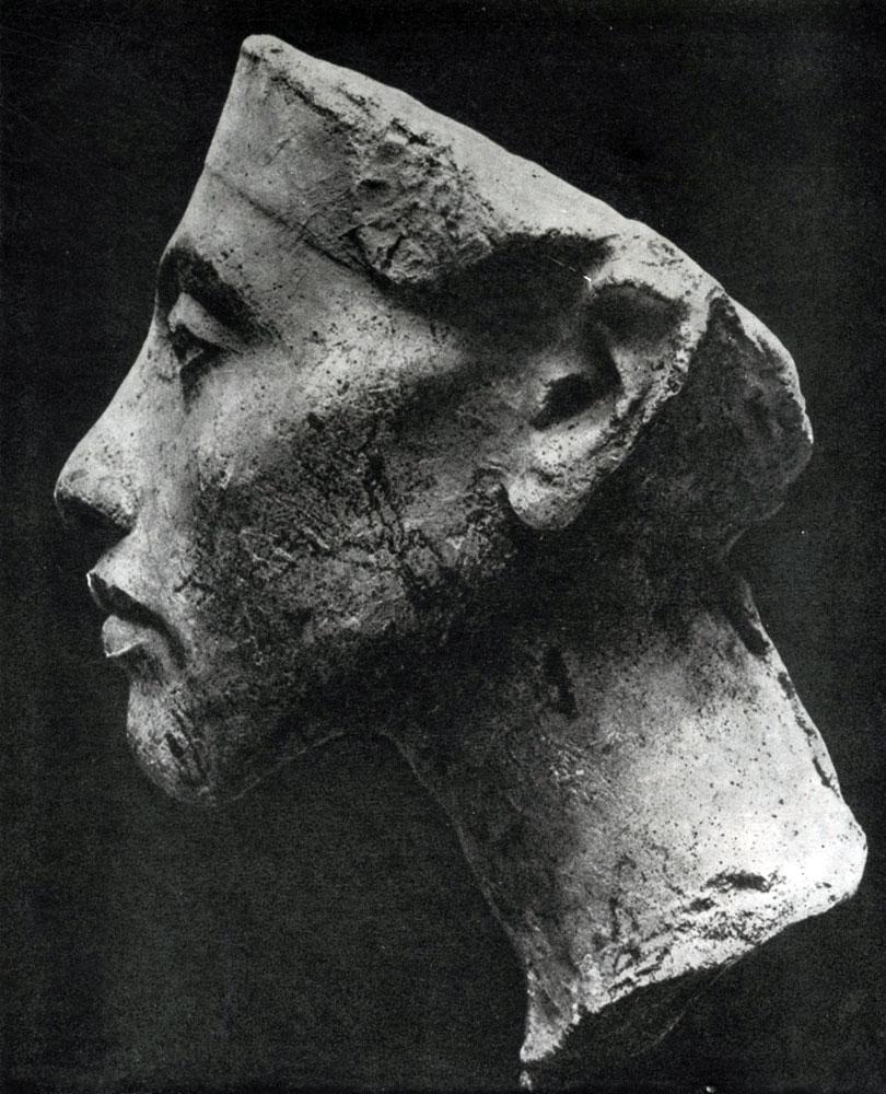 81. Голова фараона Эхнатона. XVIII династия. Начало 14 в. до н. э. Берлин.