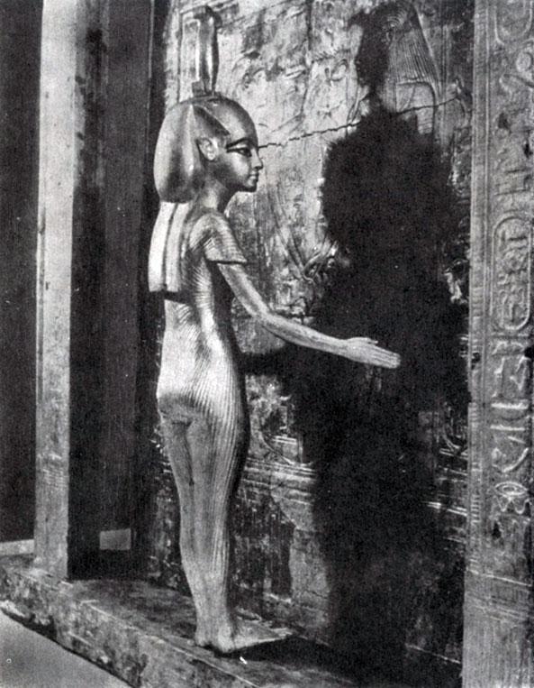 84 6. Деревянная позолоченная статуэтка богини, охраняющей саркофаг Тутанхамона. Из гробницы Тутанхамона близ Фив. XVIII династия. 14 в. до н. э. Каир. Музей.