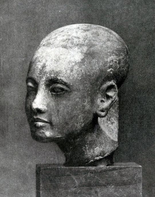 85 6. Голова дочери Эхнатона. Известняк. XVIII династия. Начало 14 в. до н. э. Берлин.