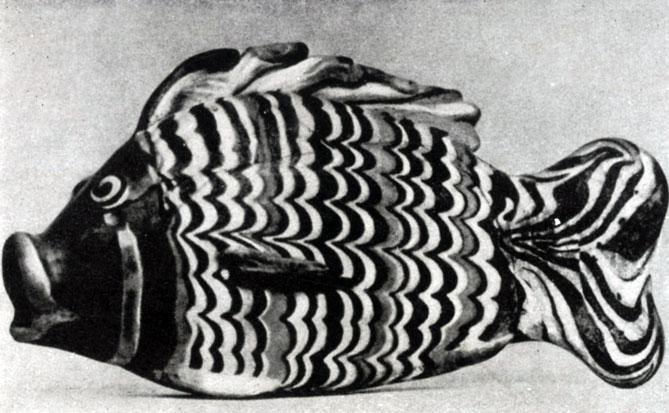 88 а. Сосуд в форме рыбы из Ахетатона (Эль-Амарны). Цветное стекло. XVIII династия. Начало 14 в. до н. э. Лондон. Британский музей.