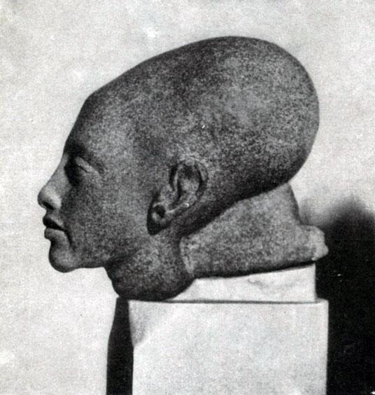 89 а. Голова дочери Эхнатона. XIII династия. 14 в. до н. э. Каир. Музей.