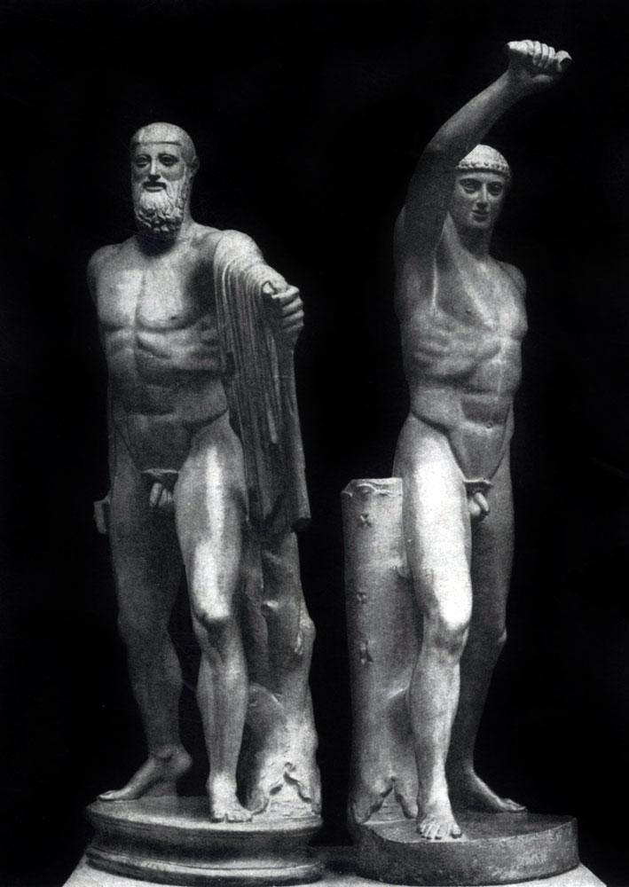 135. Критий и Несиот. Гармодий и Аристогитон. Около 477 г. до н. э. Мраморная римская копия (с последующими дополнениями) с утраченного бронзового оригинала. Неаполь. Национальный музей.
