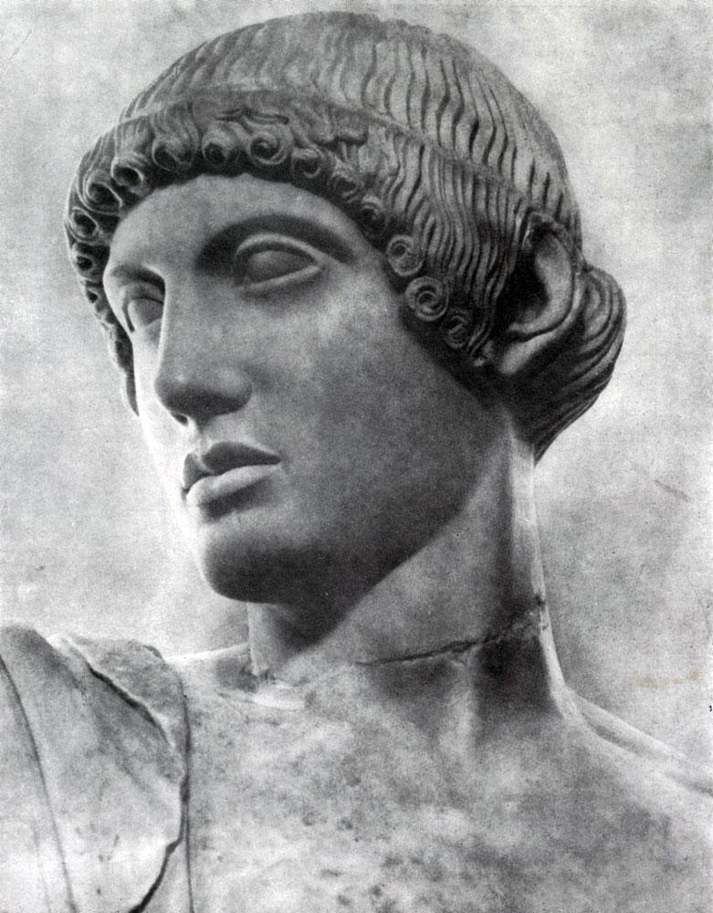 147. Аполлон с западного фронтона храма Зевса в Олимпии. Голова. Мрамор. 460—450 гг. до н. э. Олимпия. Музей.