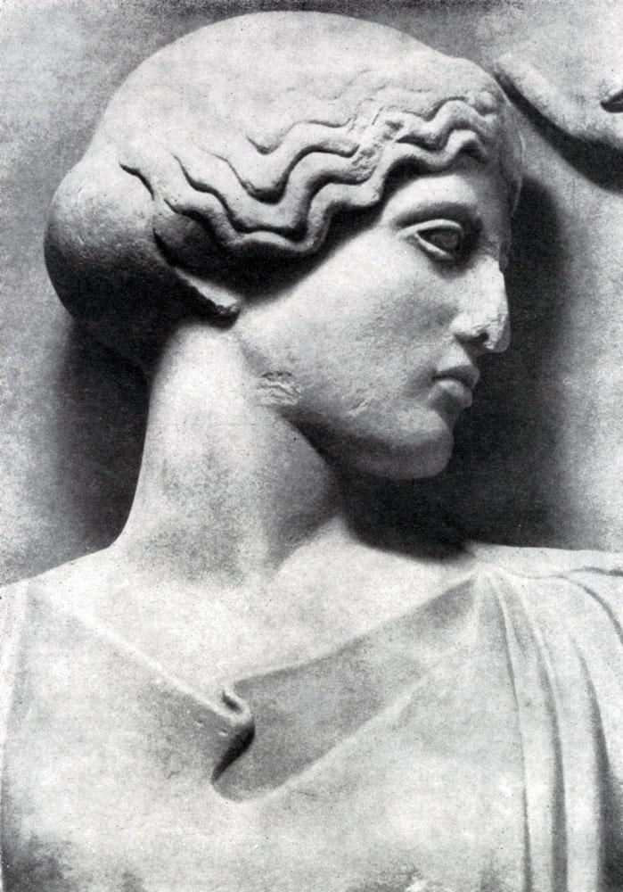 150. Голова Афины. Фрагмент метопы храма Зевса в Олимпии. См. илл. 149а.