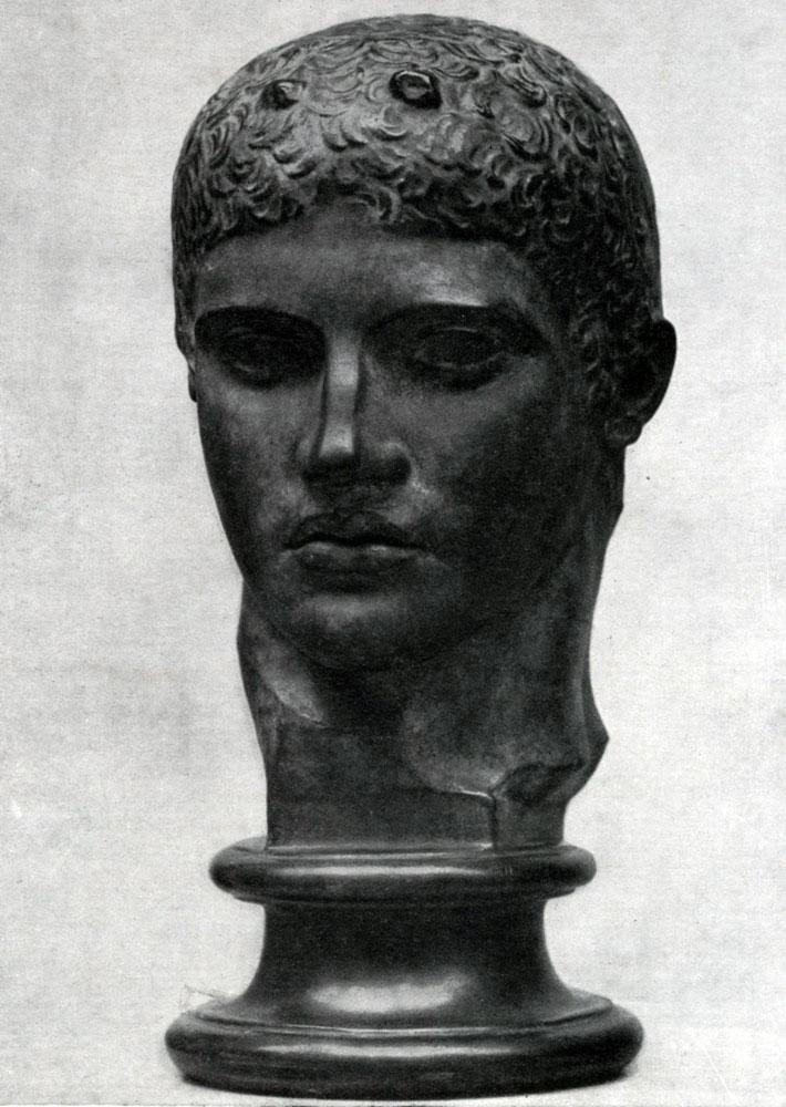 152. Мирон. Дискобол. Голова. Около 450 г. до н. э. Мраморная римская копия с утраченного бронзового оригинала. Рим. Музей Терм.