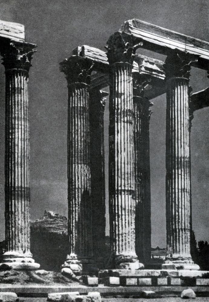 224. Храм Зевса Олимпийского в Афинах (Олимпейон). Заложен в 6 в. до н. э.; основное строительство — 174—163 гг. до н. э.; закончен во 2 в. н. э.