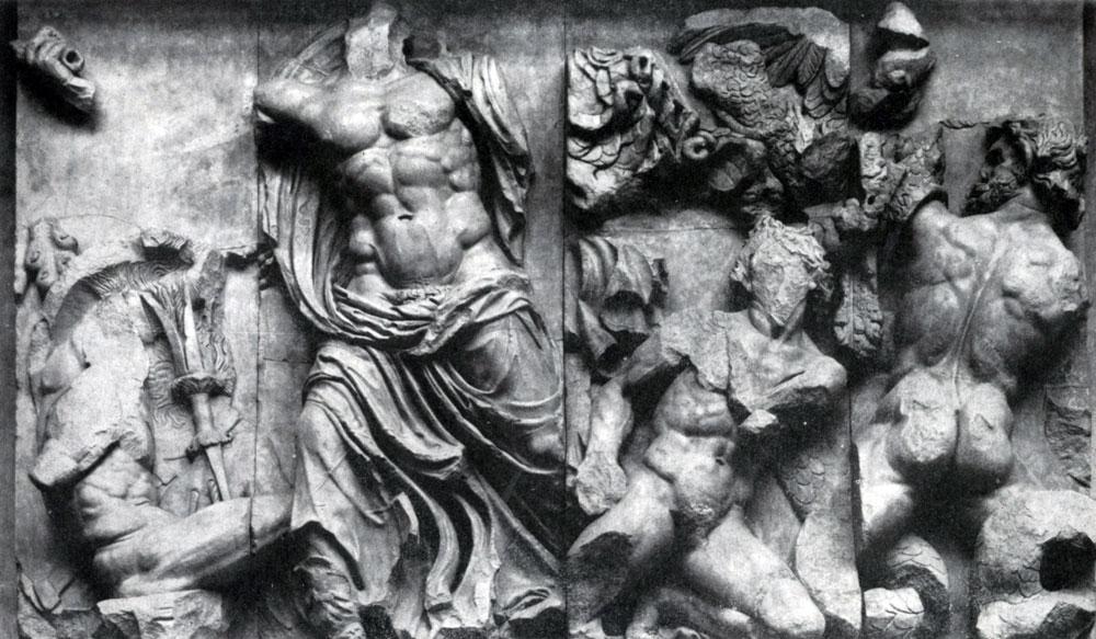 245. Борьба Зевса с гигантами. Фрагмент фриза Пергамского алтаря. Мрамор. Около 180 г. до н. э. Берлин.