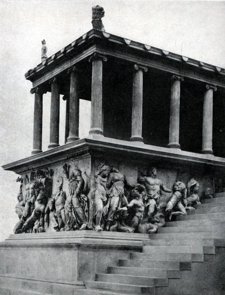 246. Пергамский алтарь. Фрагмент. Около 180 г. до н. э. Берлин.