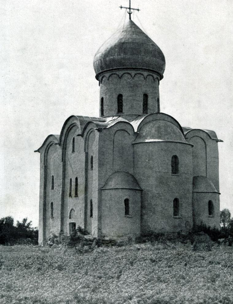 90. Церковь Спаса Нередицы близ Новгорода. Вид с юго-востока.