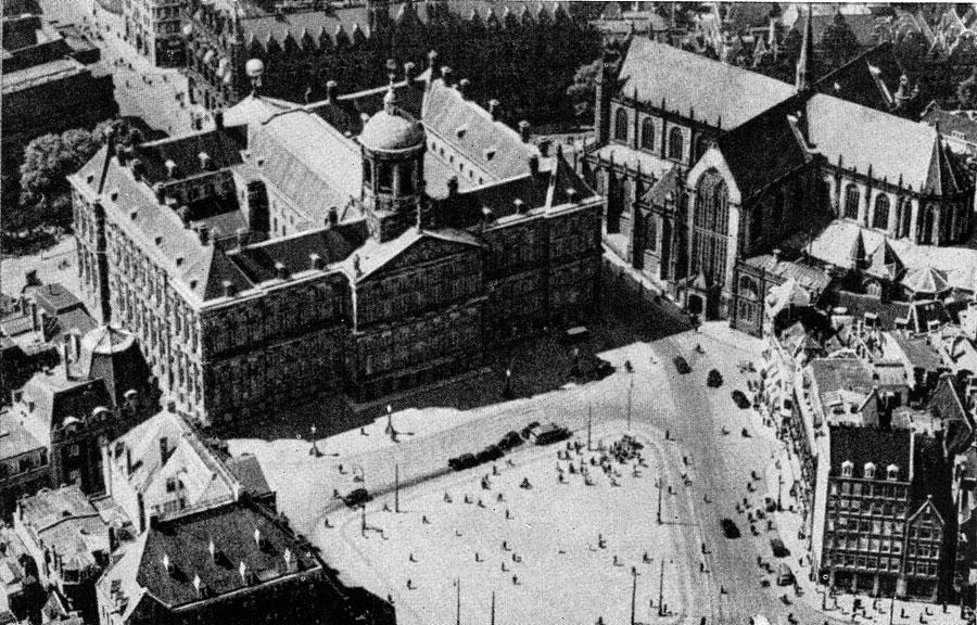 Якоб ван Кампен. Ратуша в Амстердаме. 1648-1655 гг. Общий вид. Аэрофотосъемка.