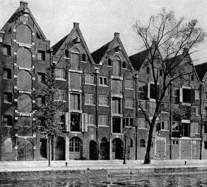 Здания торговых складов в Амстердаме. 2-я половина 17 в.