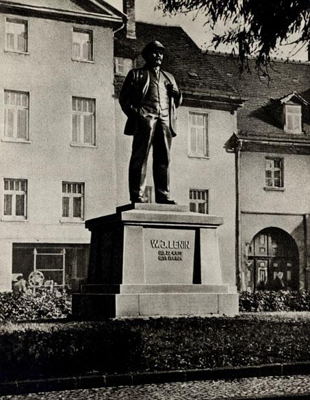 5. М. Манизер. Памятник В. И. Ленину. 1925. (в Эйслебене с 1945 г.)