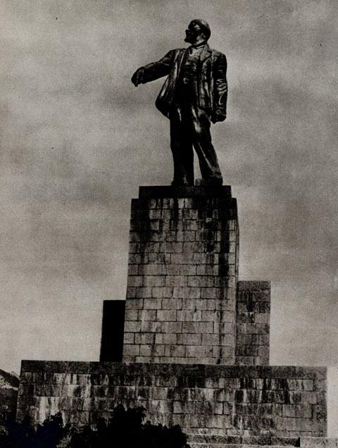 7. И. Шадр. Памятник В. И. Ленину на ЗАГЭСе. 1927