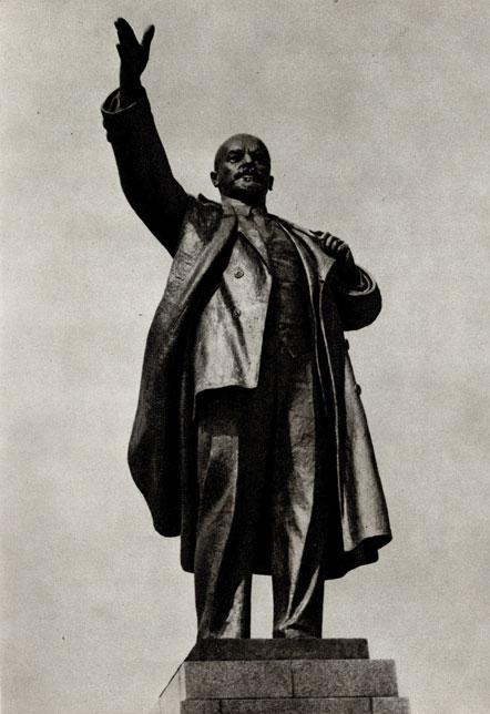 11. Н. Томский. Памятник В. И. Ленину в Воронеже. 1940