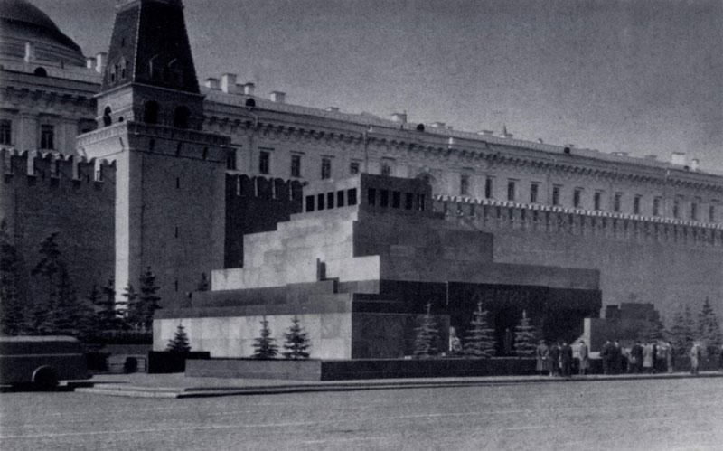 А.В.Щусев. Мавзолей В.И.Ленина на Красной площади в Москве. 1930 г