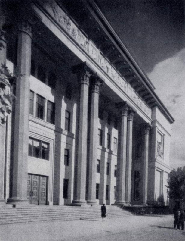 А. В. Щусев. Здание филиала Института марксизма-ленинизма в Тбилиси. 1938 г. Фасад