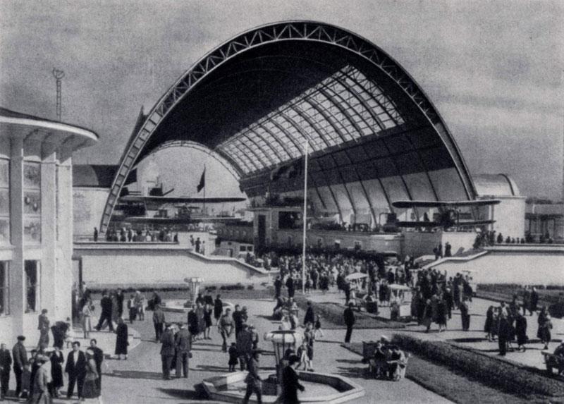 В. А. Андрее в, И. Г. Таранов. Павильон Механизации на Всесоюзной сельскохозяйственной выставке в Москве. 1939 г