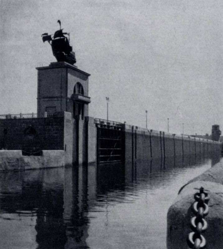 В. Я. Мовчан. Башни Яхромского шлюза канала Москва — Волга. 1937 г