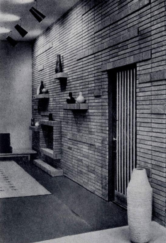 В.К. и А.К. На свитисы. Гостиница «Неринга» в Вильнюсе. 1960 г. Интерьер