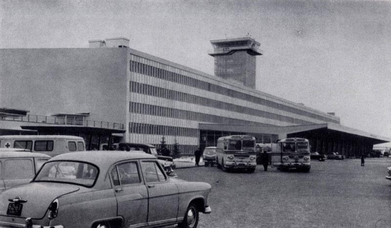 Т. А. Елкин, Г.В.Крюков, В.Г.Локшин. Аэровокзал «Домодедово» в Москве. 1964 — 1965 гг.