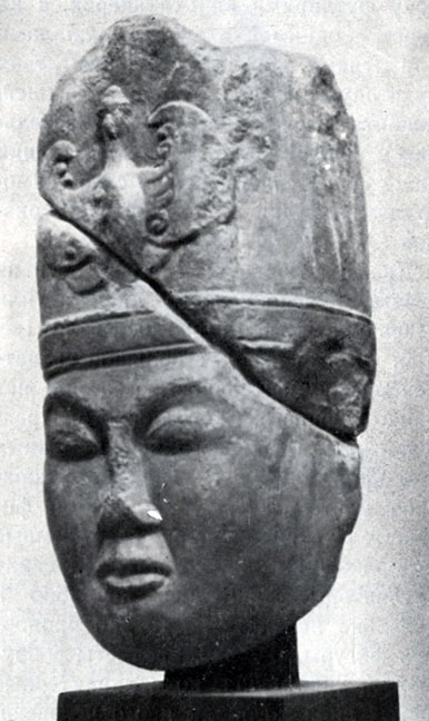 Супруга (?) Кюль-Тегина. Камень. VIII в. ГЦМ. Улан-Батор