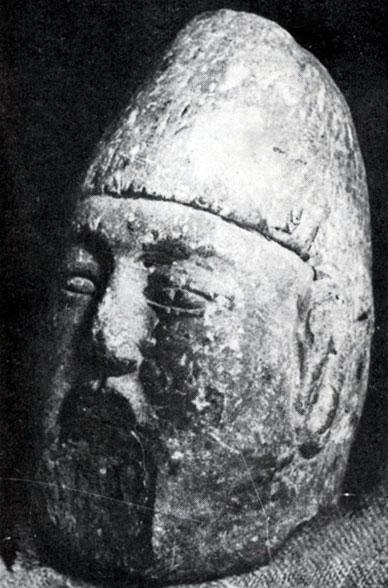 Голова статуи военачальника. Камень. VI в. Музей в Увэр-Хангайском яймаке
