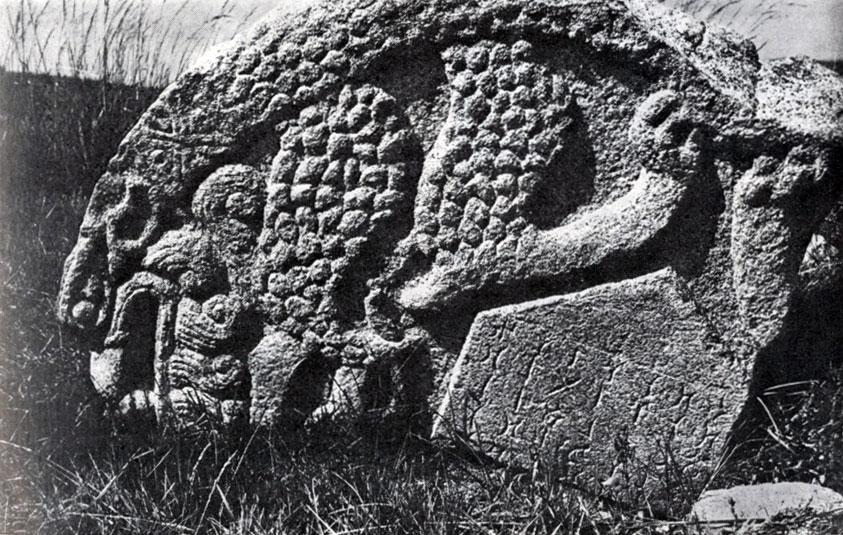 Верхняя часть стелы с надписью из Хар-балгаса. Камень. VIII в.