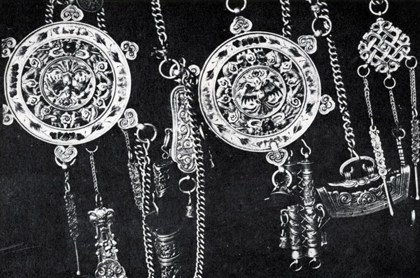 Поясной набор. Железо, серебро. XIX в. МИИ