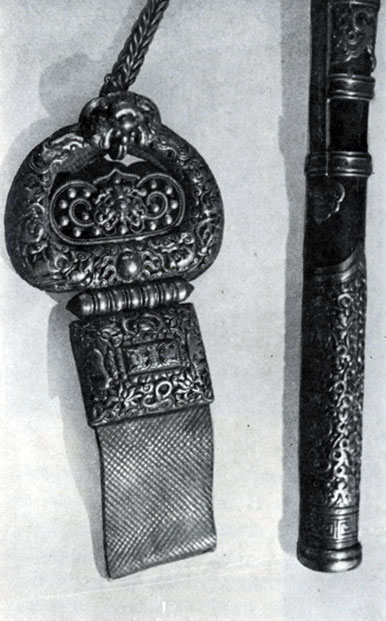 Подвеска для ножен. Серебро, чеканка. XIX в. ГЦМ