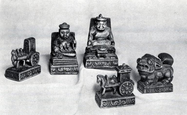 Шахматные фигурки. Дерево. XIX — начало XX в. Частное собрание