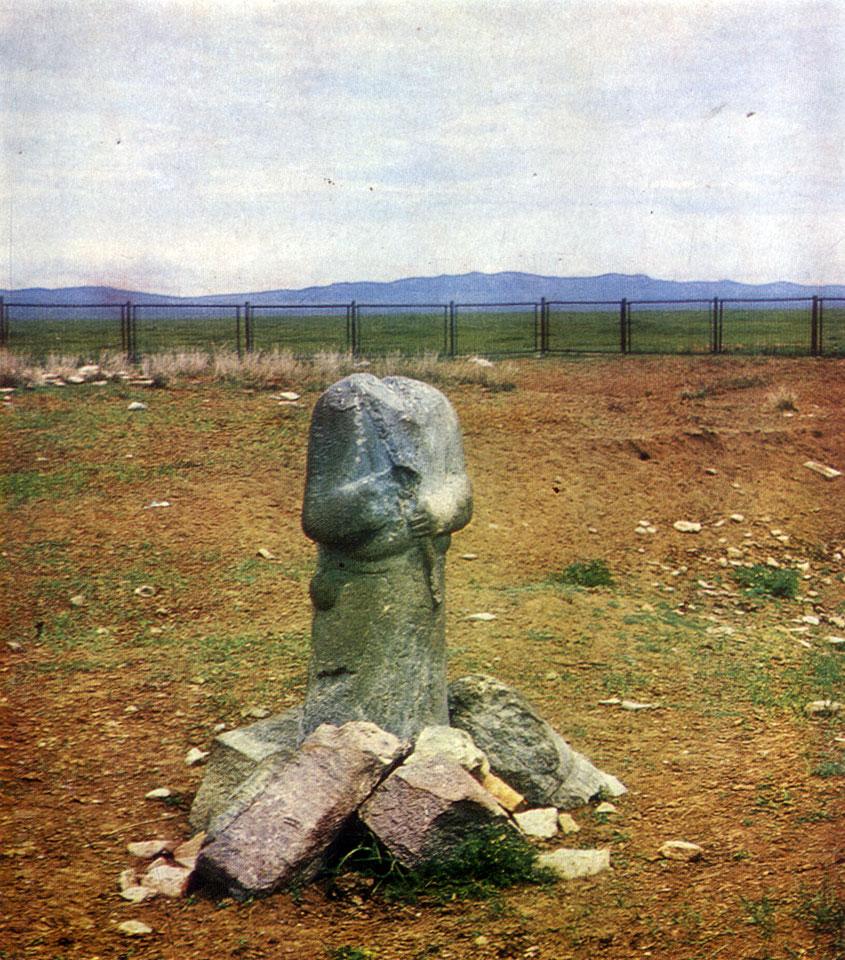 Скульптура из мемориального комплекса Кюль-Тегина. VIII в.