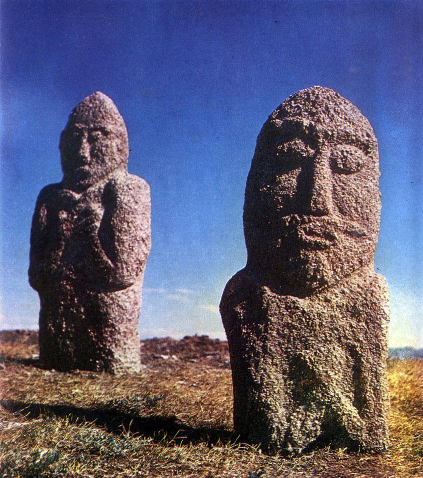 Каменные изваяния тюркского времени. VI—VIII вв. Архангайский аймак