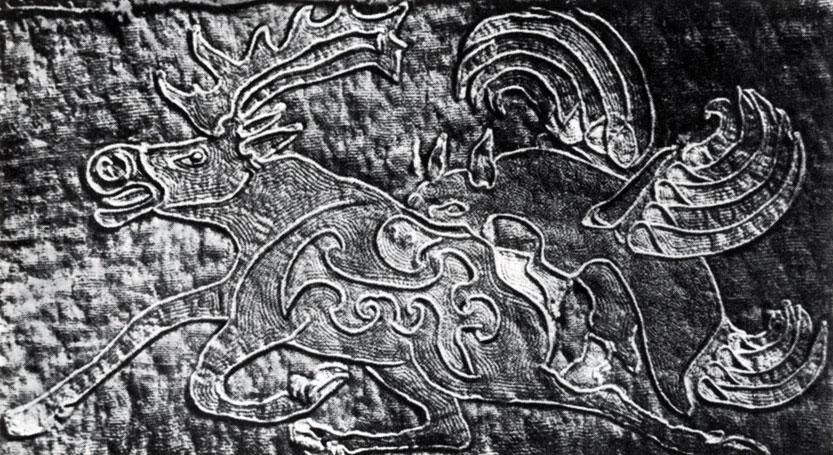 Нападение грифа на оленя. Войлочный ковер из Ноин-Улы. Фрагмент. Конец I в. до н. э. — начало I в. н. э. Ленинград. Государственный Эрмитаж