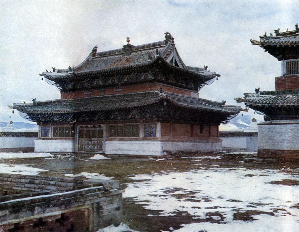 Боковой храм монастыря Эрдэни-Дзу. XVI в. Увэр-Хангайский аймак