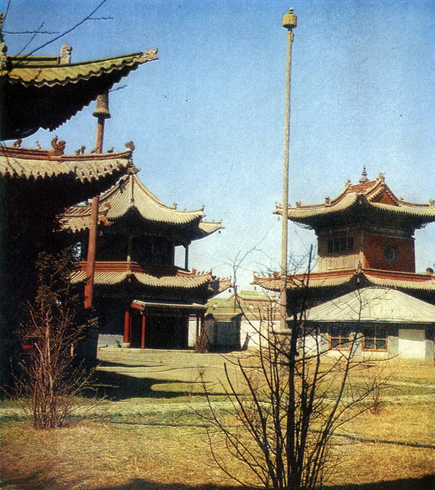 Группа храмов в монастыре Чойджин-ламын-сумэ. XIX в. Улан-Батор