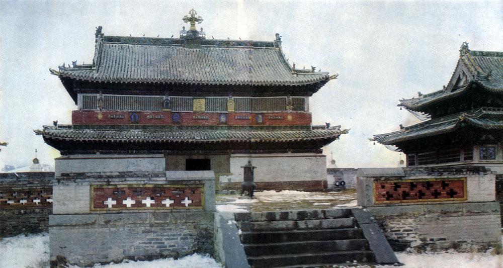 Центральный храм монастыря Эрдэни-Дзу. XVI в. Увэр-Хангайский аймак