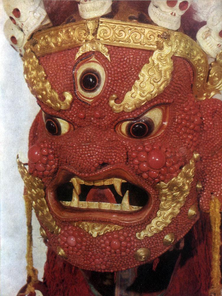 Пунцог-Осор. Бегдзе-Дармапала. Маска для религиозной церемонии цам. Папье-маше, кораллы, медь. XIX в. МИИ