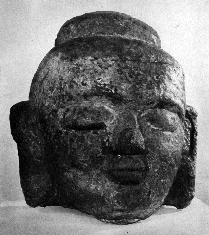Фрагмент статуи Будды из Булганского аймака. Камень. XVI в. МИИ