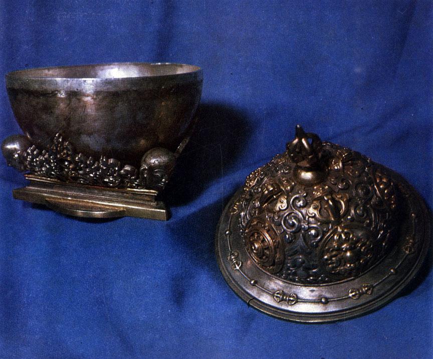 Габала. Ритуальная чаша. Серебро, позолота, чеканка. XIX в. ГЦМ