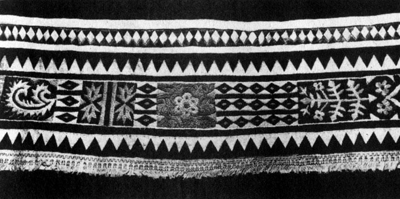 Фрагмент.  Мех, кожа, нитки мулине.  Мозаика, аппликация, вышивка.  Конец XIX в. - нач.  XX в. ГМЭ.