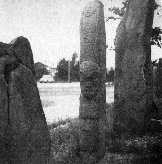 245. Стелы с антропоморфными изображениями. Камень. ХОКМ